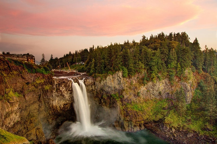 (le cascate di Snoqualmie, nello stato di Washington)