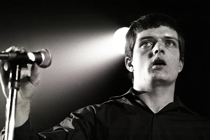 "Ian Curtis anniversario morte suicidio - recensione ""Closer"" Joy Division"